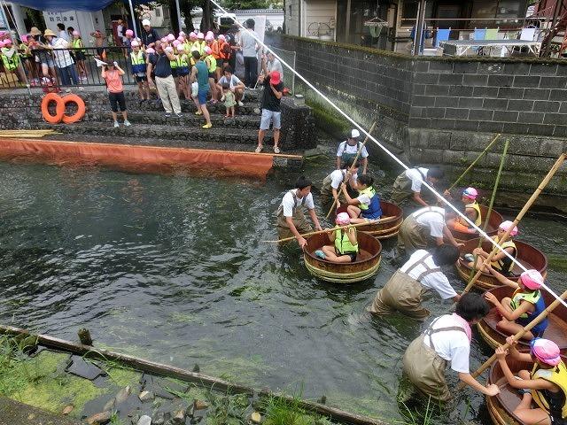 曇り空の下で始まった第31回「田宿川たらい流し川祭り」_f0141310_06492801.jpg