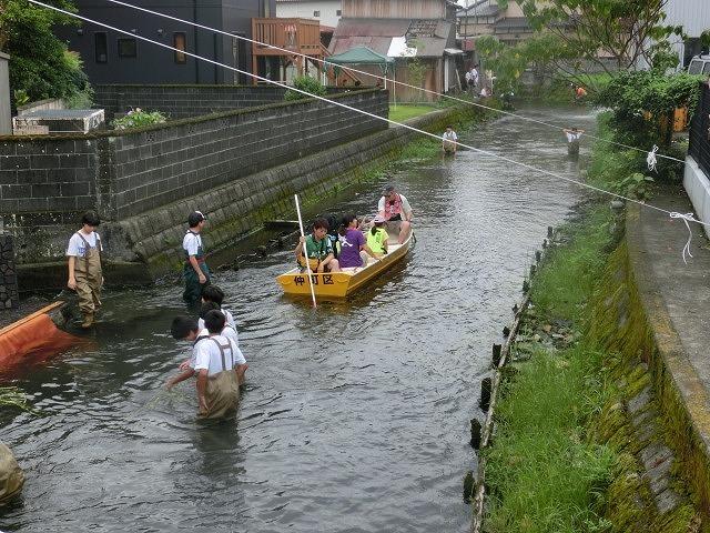 曇り空の下で始まった第31回「田宿川たらい流し川祭り」_f0141310_06501537.jpg