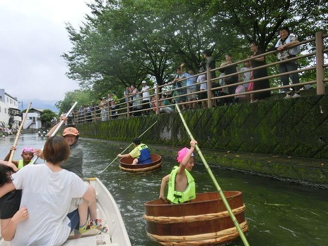 曇り空の下で始まった第31回「田宿川たらい流し川祭り」_f0141310_06504084.jpg