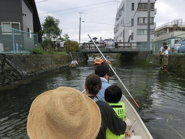 曇り空の下で始まった第31回「田宿川たらい流し川祭り」_f0141310_06504953.jpg