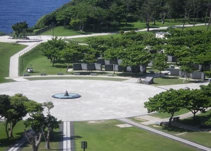 展望台からの平和祈念公園の風景_b0312424_2217592.jpg