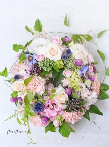 お花のサマーリース 7月のフローラフローラちいさな花の教室 * 東京目黒不動前フラワースクール_a0115684_21554415.jpg