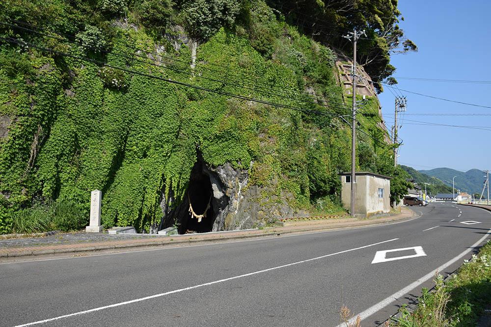太平記を歩く。 その113 「下長谷の洞窟」 福井県南条郡南越前町_e0158128_20591538.jpg