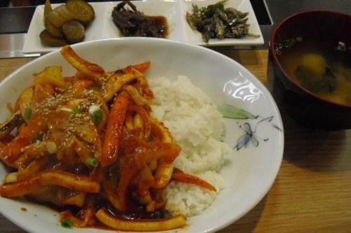 おんゆの家 『イカ野菜炒め丼』_a0326295_21374762.jpg