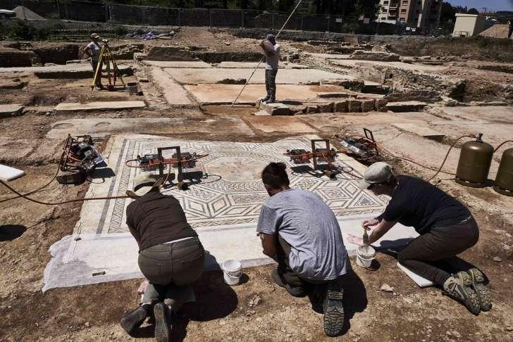 「リトル・ポンペイ」 仏南東部で遺跡発見 モザイク画も _b0064113_8402445.jpg