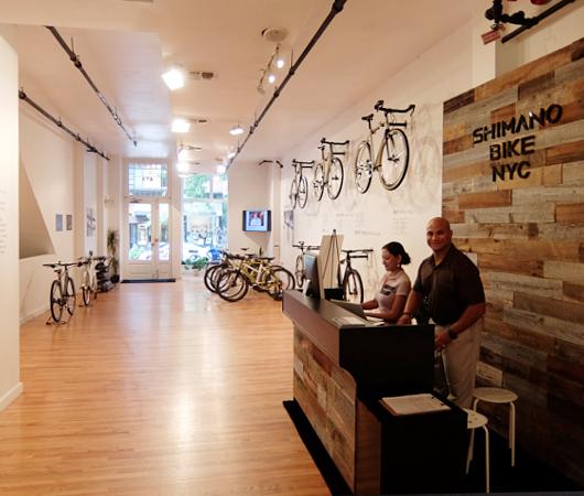 世界最大自転車パーツメーカー、日本のシマノがNYにポップアップ店をオープン中_b0007805_010886.jpg