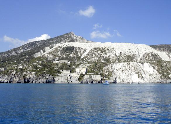 サリーナ島1. 名シーンが甦るイル・ポスティーノの島_f0205783_21180430.jpg
