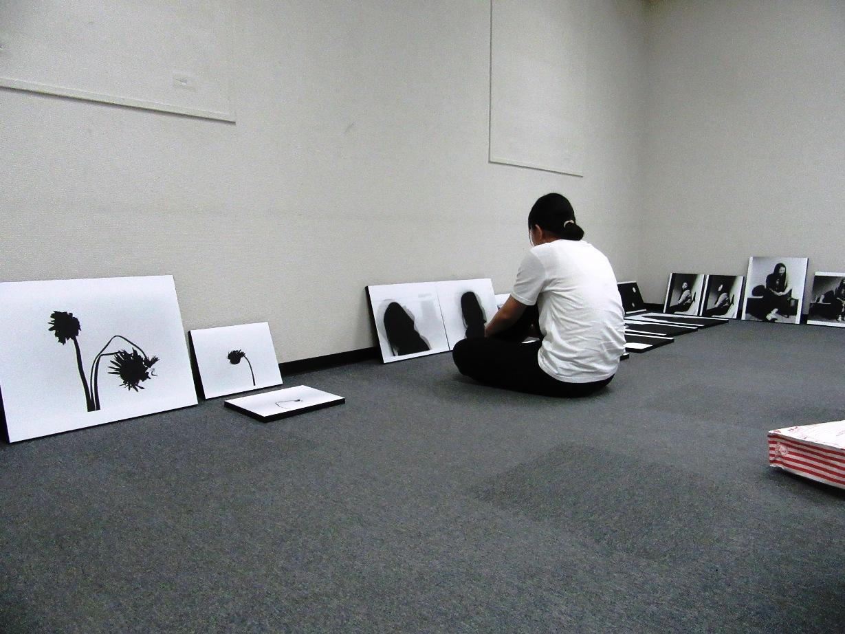 2568)①「『moment』 篠原 奈那子(藤女子大学4年)写真展」 アートスペース201 8月3日(木)~8月7日(火)_f0126829_09142865.jpg