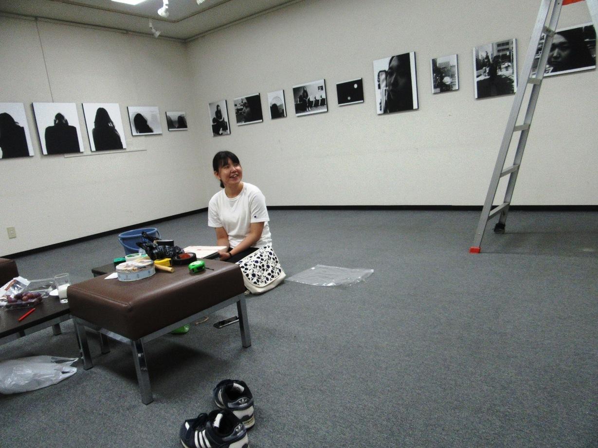2568)①「『moment』 篠原 奈那子(藤女子大学4年)写真展」 アートスペース201 8月3日(木)~8月7日(火)_f0126829_09151467.jpg