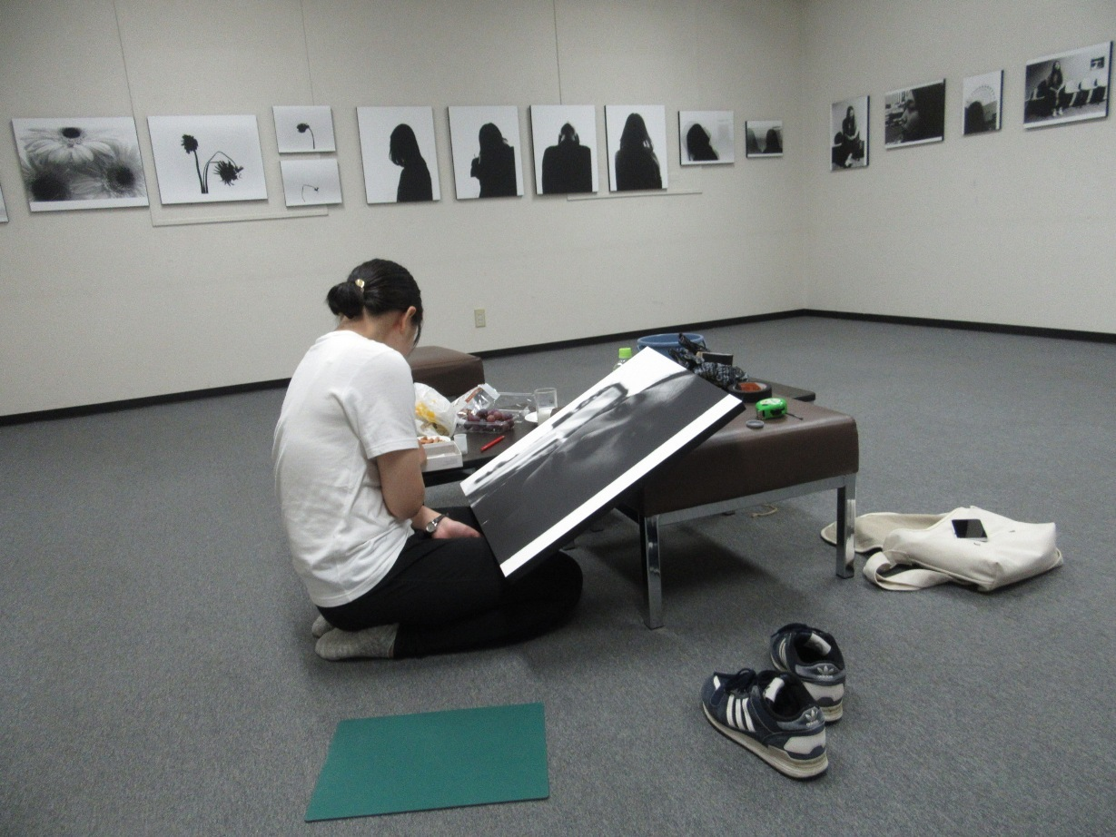2568)①「『moment』 篠原 奈那子(藤女子大学4年)写真展」 アートスペース201 8月3日(木)~8月7日(火)_f0126829_09153481.jpg
