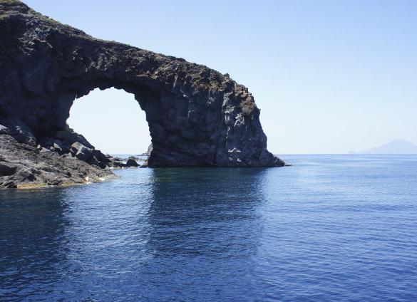 サリーナ島1. 名シーンが甦るイル・ポスティーノの島_f0205783_20204085.jpg