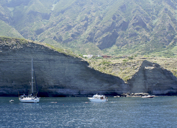 サリーナ島1. 名シーンが甦るイル・ポスティーノの島_f0205783_21232139.jpg