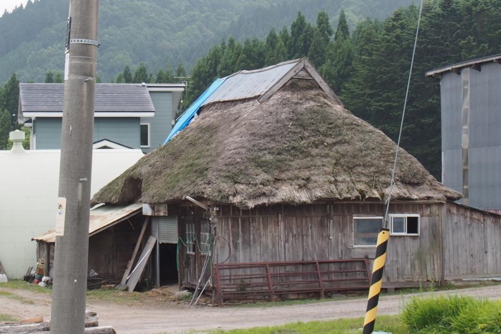 藁葺き屋根_b0106766_22040500.jpg