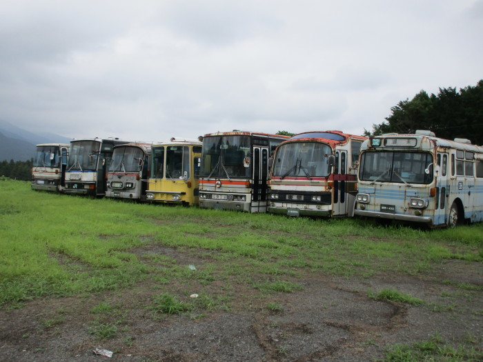 バスの墓場_e0303187_15432910.jpg