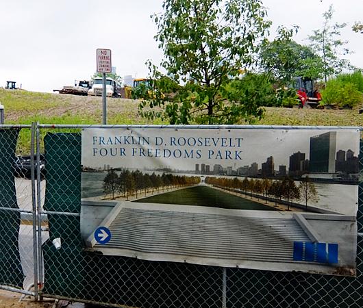巨大ハイテク・キャンパスの真横に素敵な公園作るのがニューヨーク流_b0007805_22345836.jpg