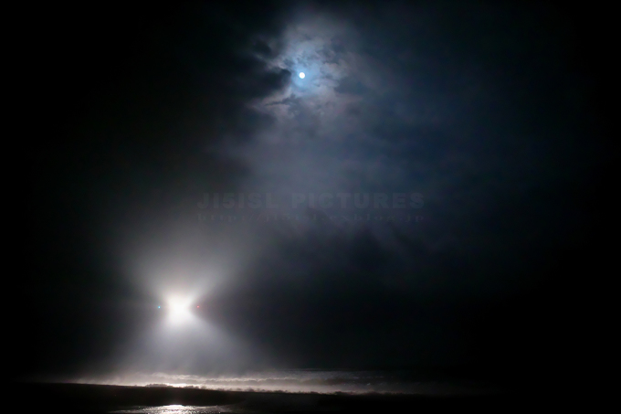 闇夜にJETと波飛沫_a0078341_20102315.jpg