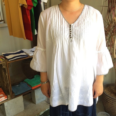 AHUJAS : embroidered blouse_a0234452_16282745.jpg