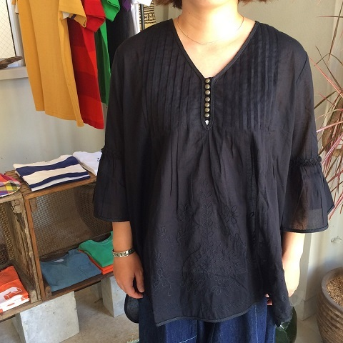 AHUJAS : embroidered blouse_a0234452_16283003.jpg