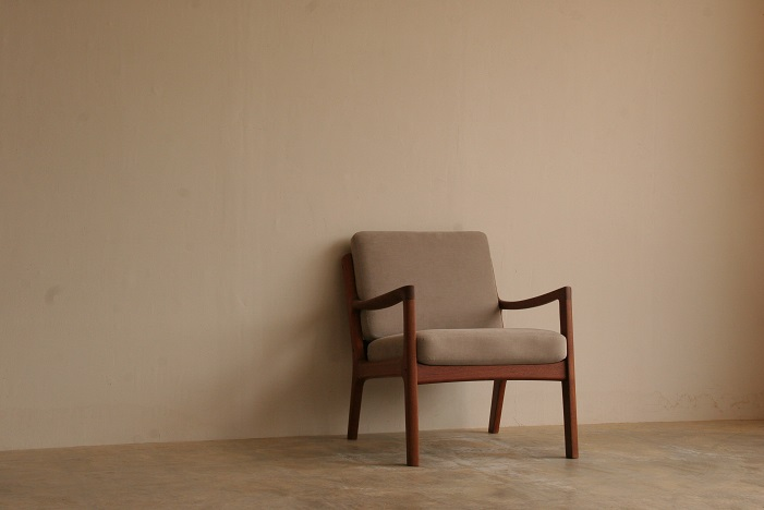 『T様邸へ Ole Wanscher Teak Model 169 Senator Easy Chair』_c0211307_10154538.jpg
