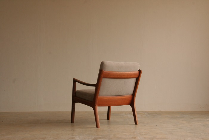 『T様邸へ Ole Wanscher Teak Model 169 Senator Easy Chair』_c0211307_10155992.jpg