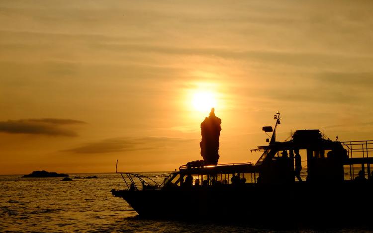 「ローソク島へ行ってきた!撮影スポットまで解説付き遊覧船で」_a0000029_1017884.jpg