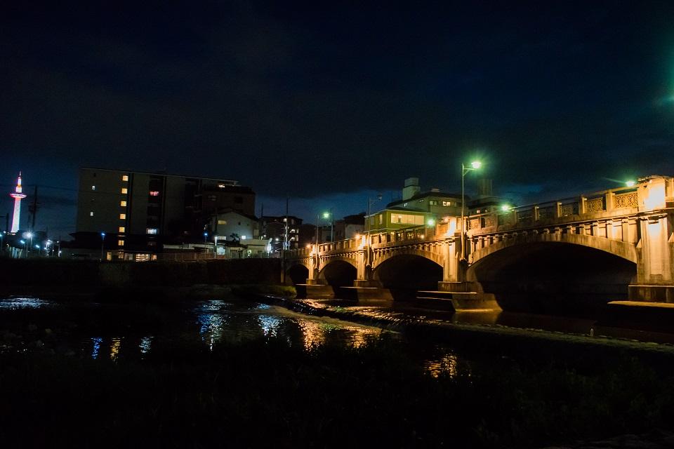 七条大橋のライトアップ_e0363038_9321018.jpg