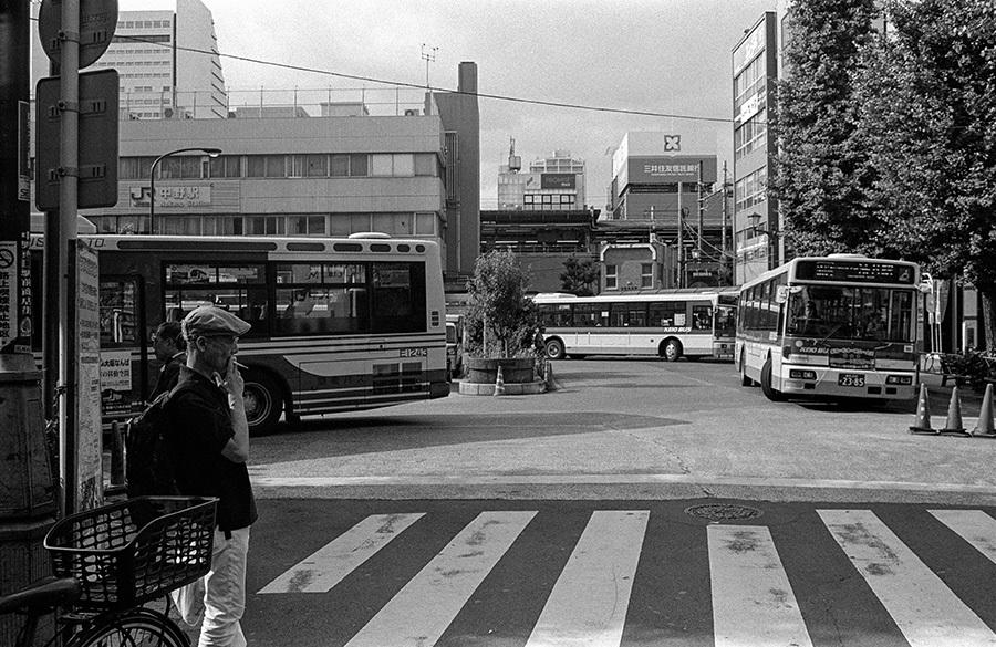 【21st Century Snapshotman 】35mm 2本勝負 ちょっとだけロモグラフィー 東中野ー中野ー新宿(2017 6/5)_c0035245_01040607.jpg