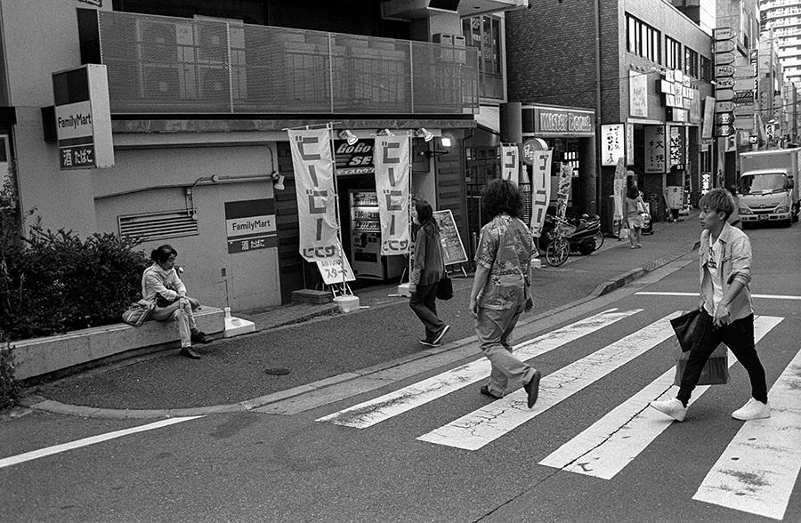 【21st Century Snapshotman 】35mm 2本勝負 ちょっとだけロモグラフィー 東中野ー中野ー新宿(2017 6/5)_c0035245_01191918.jpg