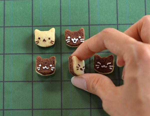 世界猫の日 猫オセロクッキー  Homemade Cat\'s Othello Cookies on International Cat Day_d0025294_13083239.jpg