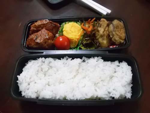 朝から昼の弁当を食べる孫たち(@_@;)_f0019498_08310304.jpg