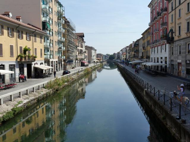 Naviglio a Milano 運河の残るナヴィリオ地区_d0262144_09345346.jpg