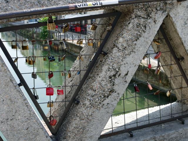 Naviglio a Milano 運河の残るナヴィリオ地区_d0262144_09362151.jpg