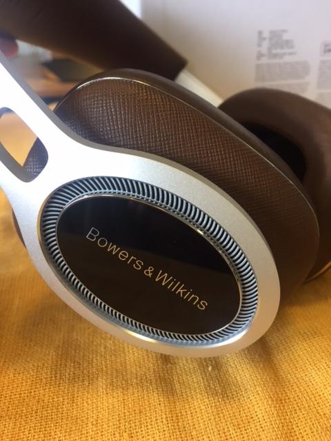 B&Wのヘッドフォン人気!P7ワイヤレス展示入荷!_c0113001_18580046.jpg