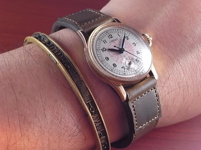 時計の保護にも役立つ革ベルト_d0289814_12365238.jpg