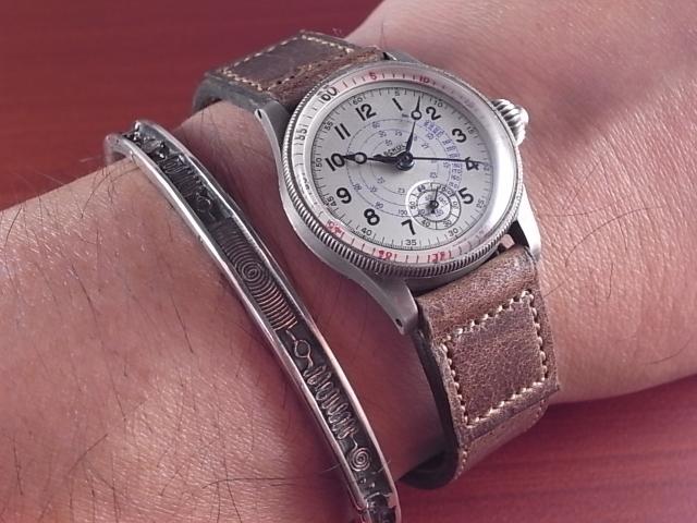 時計の保護にも役立つ革ベルト_d0289814_12371434.jpg