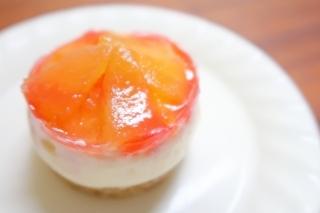 桃のレアチーズケーキ_d0336530_16332794.jpg