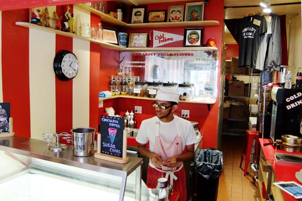 ちょっと変わったフレーバーのアイスのお店 OddFellows Ice Cream_b0007805_23105333.jpg
