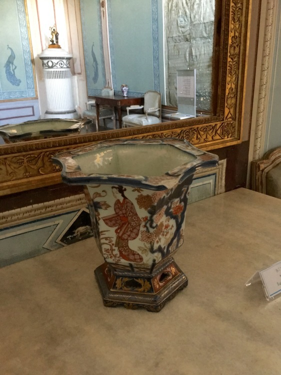 ウィーン北部古城に眠る 伊万里コレクションを訪ねて_d0334837_22483831.jpg