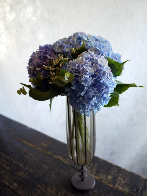 紫陽花のクラッチブーケ。結婚式の、和装での前撮り用。2017/08/07。_b0171193_19102075.jpg