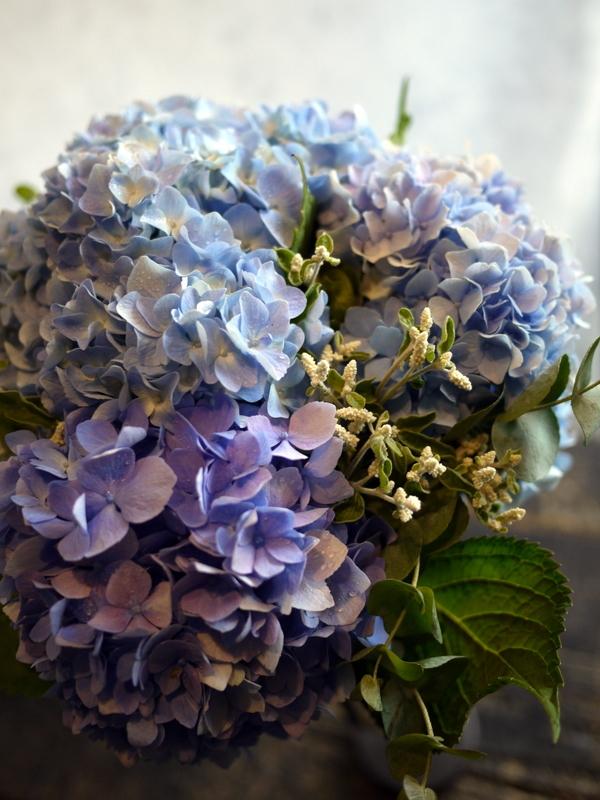 紫陽花のクラッチブーケ。結婚式の、和装での前撮り用。2017/08/07。_b0171193_19103981.jpg