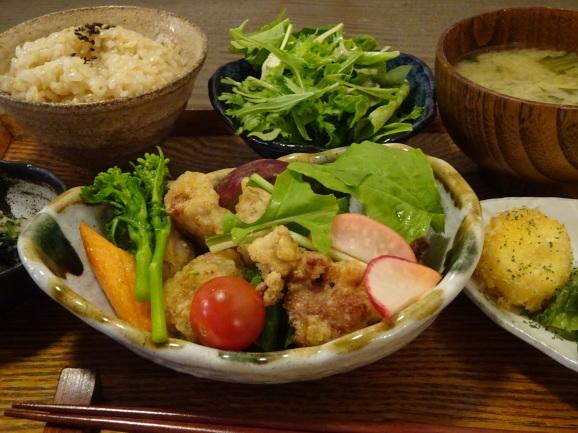 パブリックキッチンで美味しい唐揚げプレート_e0230011_17235660.jpg