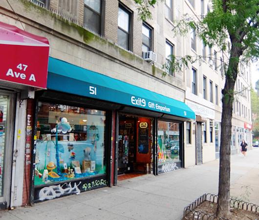 お手軽ギフトいっぱいのNYの雑貨屋さん、Exit 9 Gift Emporium_b0007805_23442420.jpg