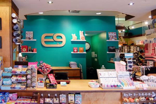 お手軽ギフトいっぱいのNYの雑貨屋さん、Exit 9 Gift Emporium_b0007805_23543825.jpg