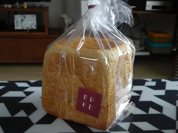 EPEEさんで黒糖食パンと角食_e0230011_17233310.jpg
