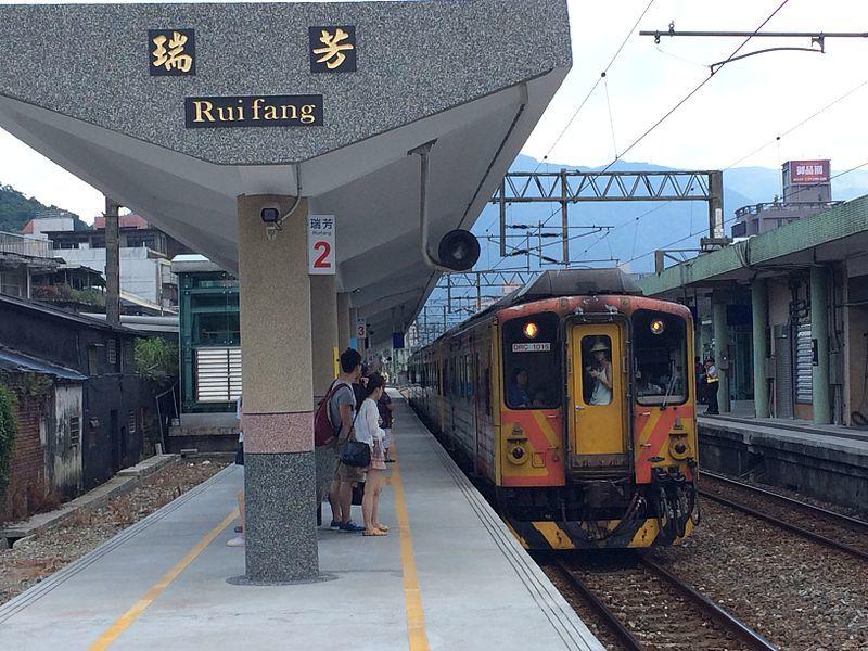 瑞芳駅と瑞芳の町並み_c0112559_07484360.jpg