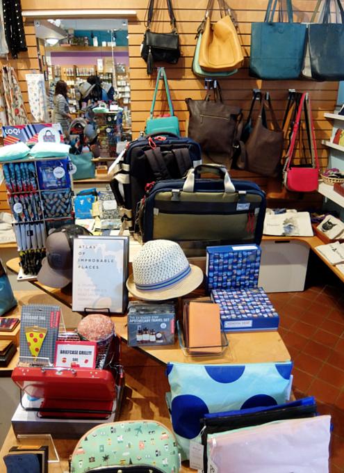 お手軽ギフトいっぱいのNYの雑貨屋さん、Exit 9 Gift Emporium_b0007805_0103511.jpg