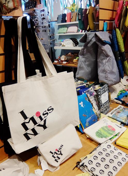 お手軽ギフトいっぱいのNYの雑貨屋さん、Exit 9 Gift Emporium_b0007805_0154775.jpg