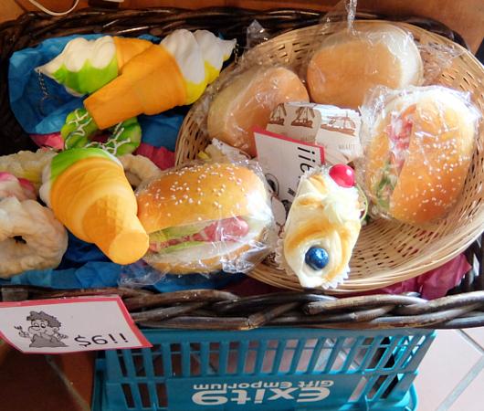お手軽ギフトいっぱいのNYの雑貨屋さん、Exit 9 Gift Emporium_b0007805_022712.jpg