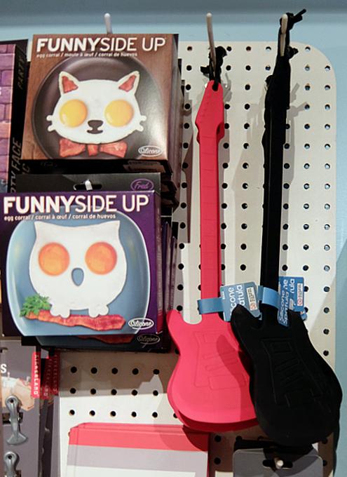 お手軽ギフトいっぱいのNYの雑貨屋さん、Exit 9 Gift Emporium_b0007805_07434.jpg