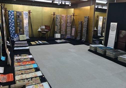 織屋さんの展示会へ・趣向を凝らした展示コーナー。_f0181251_1714266.jpg